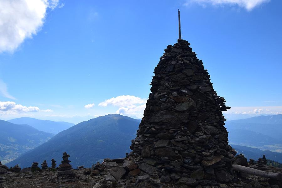 """Das """"Stana Mandl"""" in 2.063 Meter ist ein weiterer markanter Punkt und ein beliebtes Fotomotiv der Rundwanderung."""